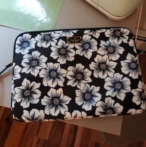 Kate Spade laptop holder. Fits up to 13.7 inches